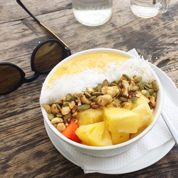 Smoothie bowl, mango, crate cafe, bali, canggu