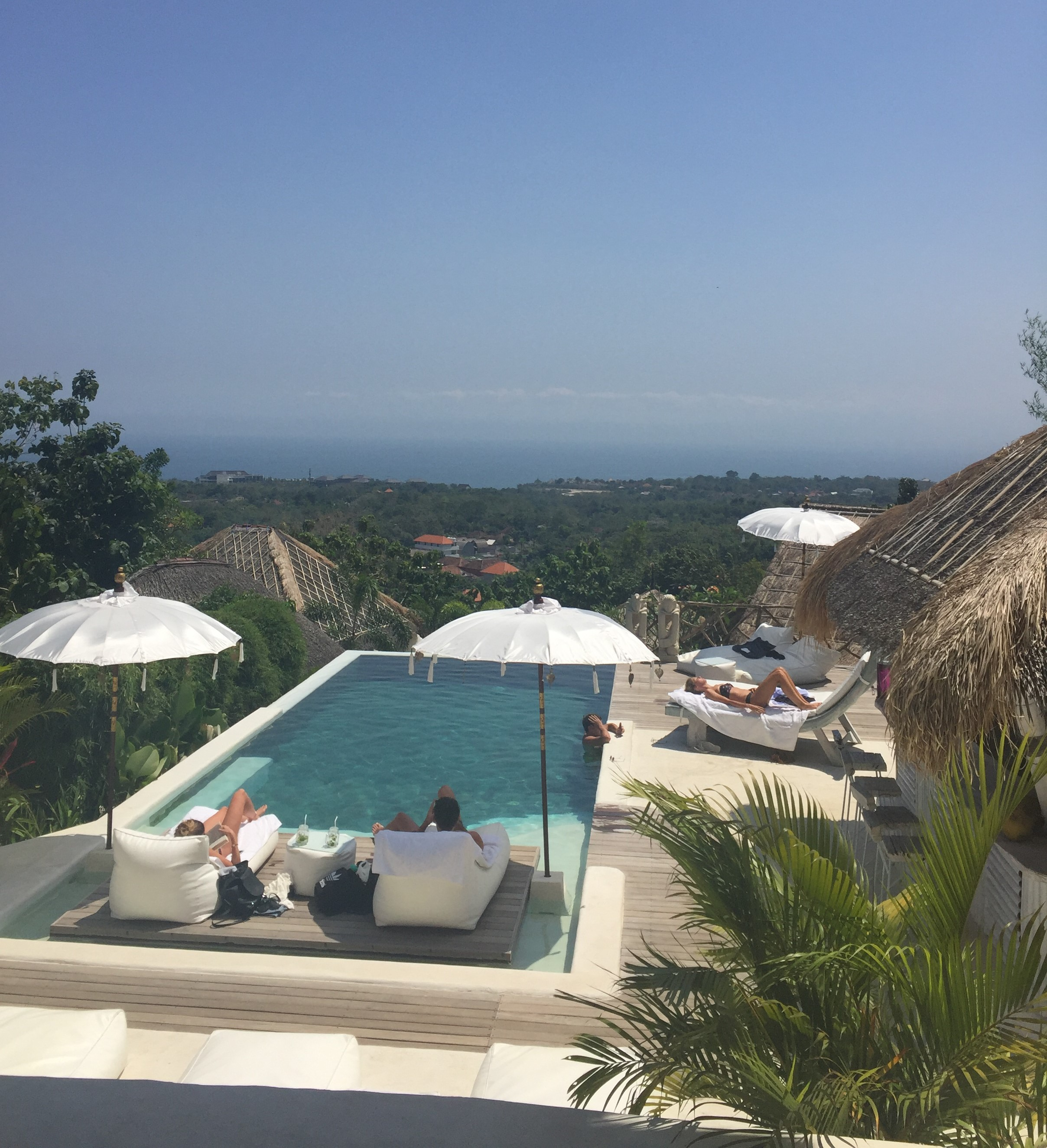 Gravity, Zwembaden op Bali, uluwatu