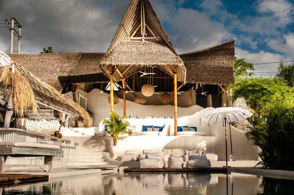 gravity hotel bali, uluwatu, padang padang, zwembad