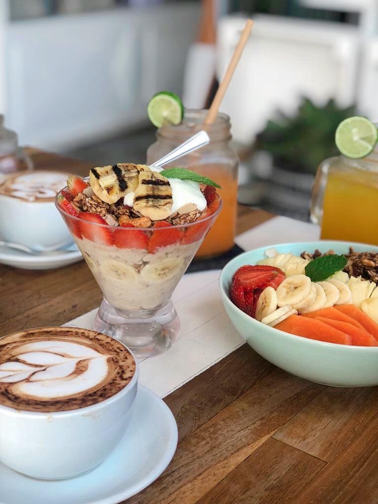 uluwatu, Yum yum cafe, ontbijt, koffie, oats, smoothie bowl, juice, ontbijten in uluwatu