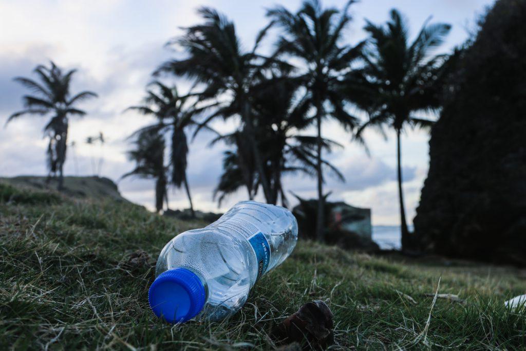 drinkwater bali, plastic